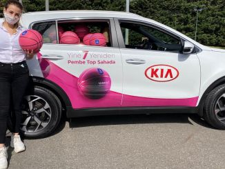 kia-vrouwen-cadeaus-aan-haar klanten-roze-bal