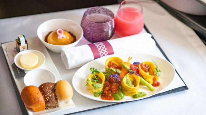 Qatar Airways wprowadza pierwsze pełne menu wegańskie