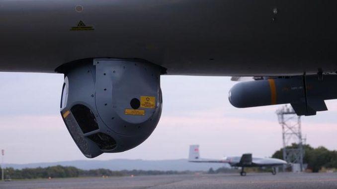 Байрактар tb камераи электро-оптикии ватанӣ бо гурбаҳои аселсан навор мегирад