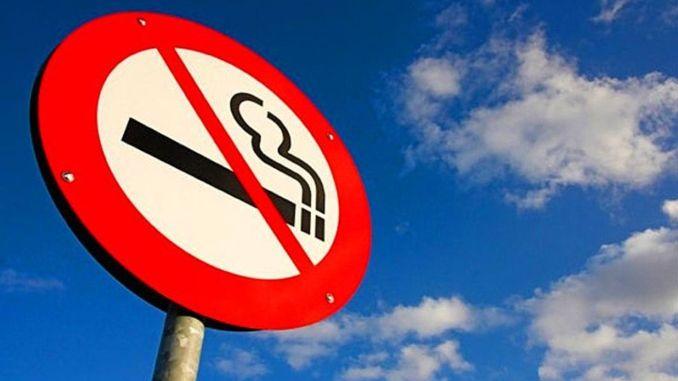 Fumar en la calle fue prohibido en la provincia en el marco de las medidas de covid
