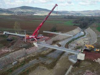 Jembatan yang menghubungkan teluk dengan dalam akan selesai akhir tahun ini