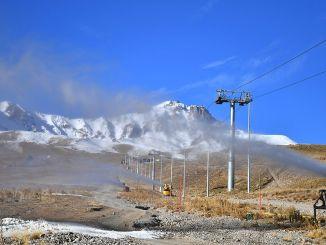 Inicio de la nieve artificial en las pistas de esquí de erciyes