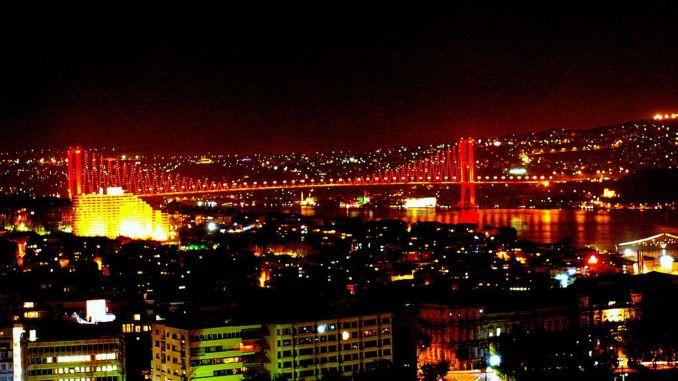 esimene sillakatse ja Istanbuli sild Istanbulis