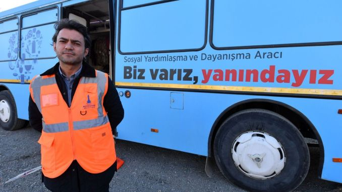 izmir buyuksehirin clothing bus at the service of earthquake victims