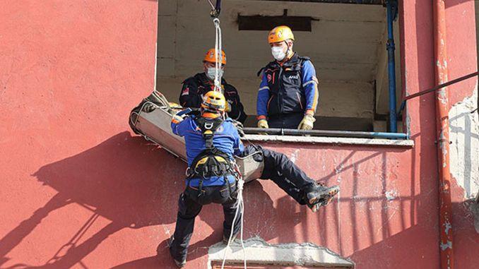 Anspruchsvolles Training der Erdbebenhelden von Izmir