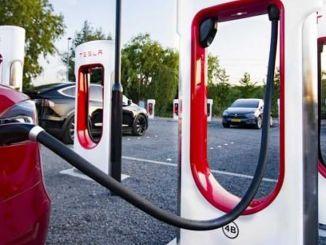 Tesla изгражда нова фабрика в Китай за компресорни колони