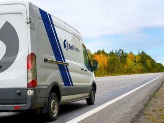 продужавање редова камиона довело је извозника до транспорта мини комбијем