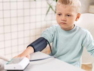 также наблюдаются дети с высоким кровяным давлением