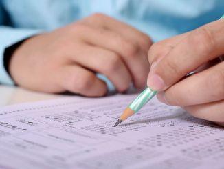 acikogretims mellan- och gymnasieexamen har skjutits upp