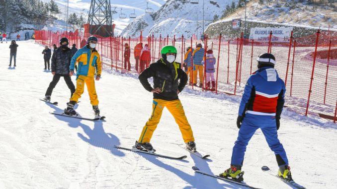 Ski training for healthcare professionals in Erzurum