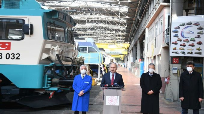 Karaismailoglu examined domestic and national investments at the Eskisehir Turasas Factory