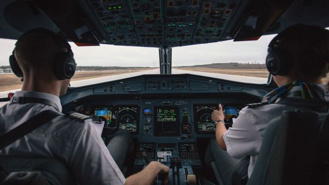 How to become a pilot what are the required features to be a pilot