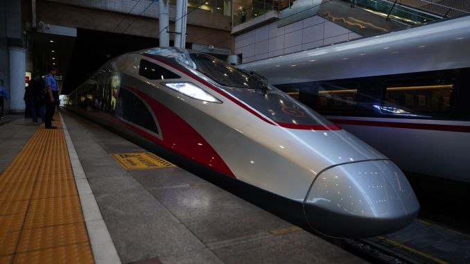 Speed train started to operate between Beijing and the city of the future, xiongan
