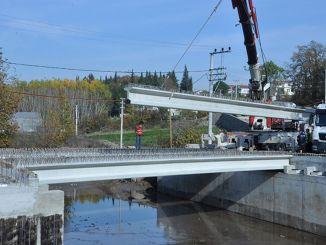 Yenikoy-naapurustossa sijaitsevan sillan palkkikokoonpanot tehtiin.