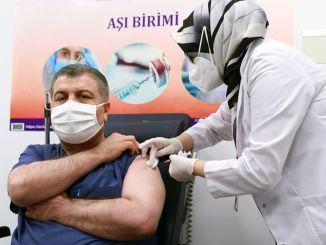 primul vaccin coronavirus i-a fost făcut soțului, ministrului sănătății
