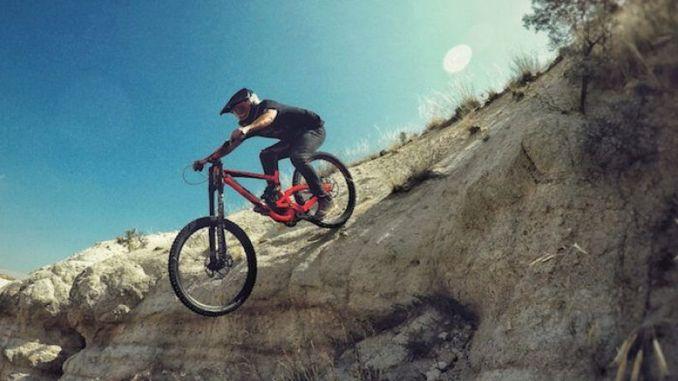 Gipakilala ni Davut Can Tayyar ang Anatolia nga Adunay Downhill Vlogs