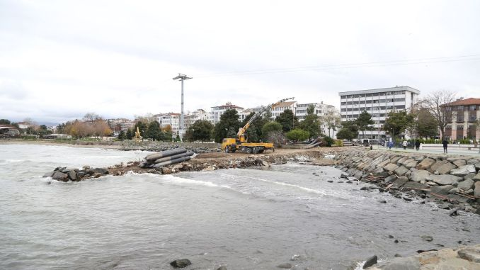 Works continue on the historical pier located in the Altinordu