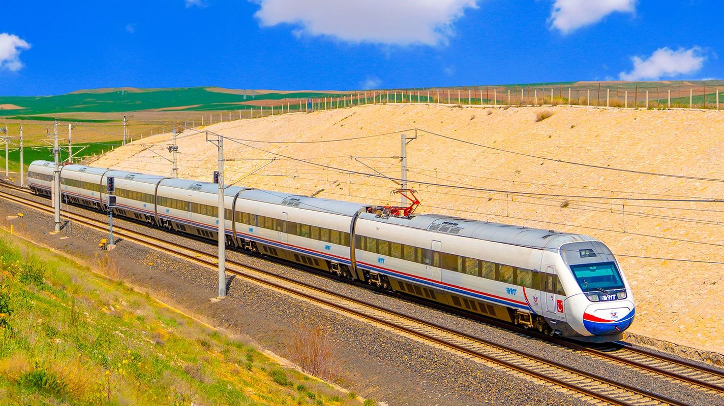 Construction of concrete wall and reinforcement on the ankara eskisehir yht line