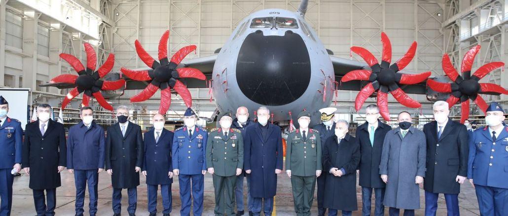 Minister Akar untersuchte den Bau von A-400M-Flugzeughangars