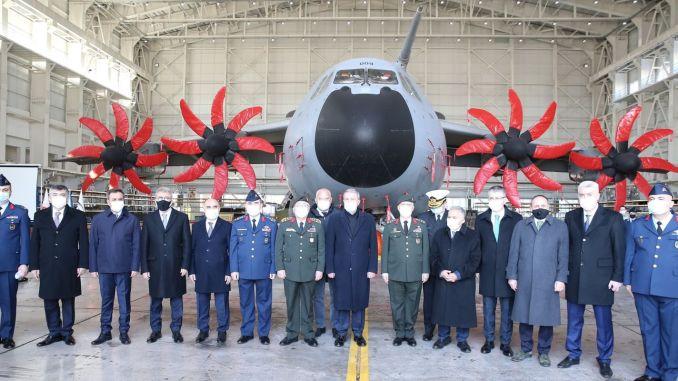 Ministar Akar pregledao je izgradnju aviona-hangara A-400M