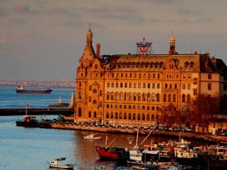 Haydarpasa Gari should be open to use with all its functions.