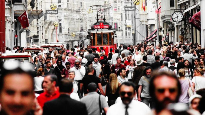the number of foreign tourists visiting Istanbul decreased by a percentage