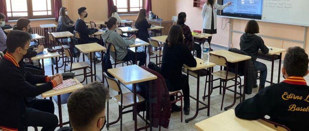 Osebno izobraževanje se bo začelo marca glede na epidemične razmere v provincah.