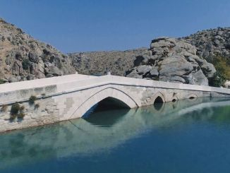 أين هو Cesnigir Bridge History لجسر Cesnigir