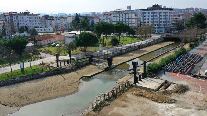 The pedestrian bridge of the bulbul stream is being renewed