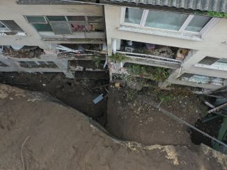 Apartment evacuated from the building as a result of landslide in Bursa