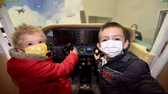 kids admired the gokmen space aviation training center