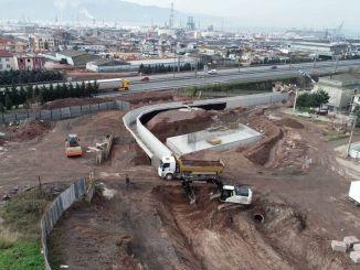 กำลังสร้างสะพานข้ามทางหลวงระหว่างทางที่จะเข้าถึงอิลิมเทเปได้สะดวก