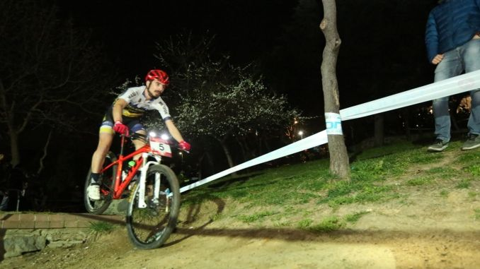 Cycling enthusiasts meet at the midnight Istanbul mountain bike