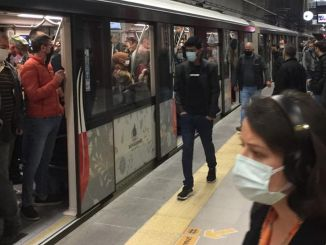 How is this complete closure in Istanbul on the first day of the application, the density in the subway?