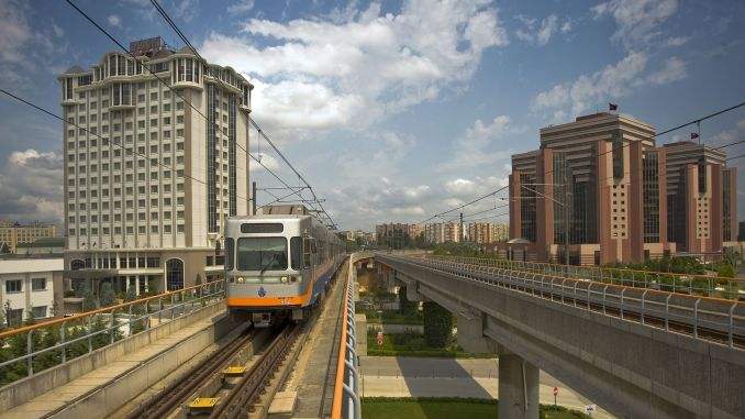operating hours of istanbul subways exit to april street