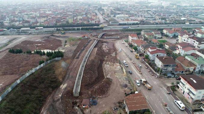 Pembinaan jambatan melintasi lebuh raya diteruskan di teluk