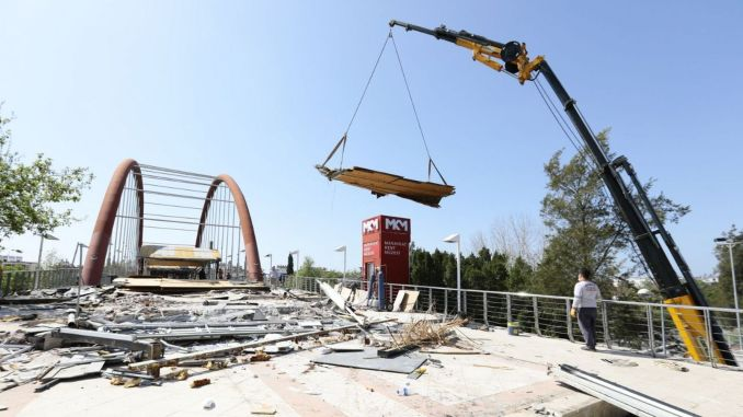 The rauf Eşiktas bridge and the fish market are being renewed