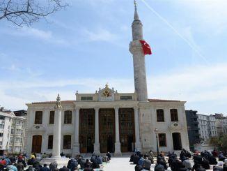 den restaurerade tesvikiye-moskén öppnades för att dyrka