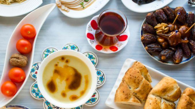How should be the way of eating at sahur