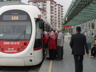 Samsun tram and bus service hours were changed.