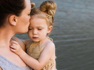 Sie können Ihrem Baby das Gefühl geben, sicher zu sein, ohne es festzuhalten