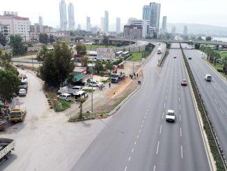 Útkereszteződések és utak elrendezése az izmiri forgalom megkönnyítése érdekében