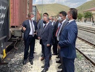 Krydslinjer, der forbinder pezuk-producenten med hovedbanen, er livsnerven i økonomien.