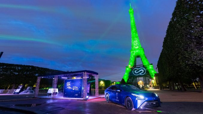 Toyota lyser Eiffeltårnet op med bæredygtig brint energi