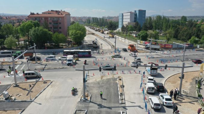 انتهت أعمال تخفيف حركة مرور السيارات عند تقاطع الطرق Tuzcular.