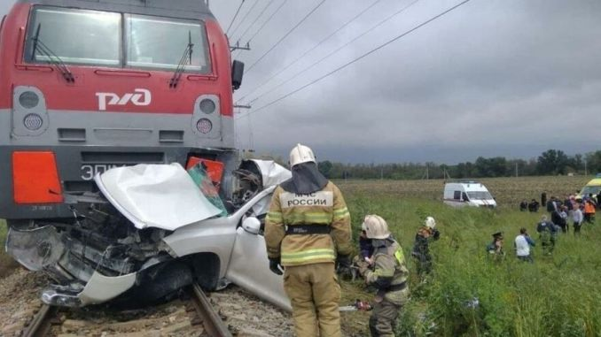 The Jeep That Doesn't Mind The Red Light In Russia Died The Train