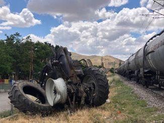 قطار شحن في أنقرة اصطدم بالجرار ، وأصيب
