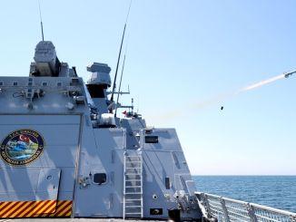 vanagu pretkuģu raķete ar pilnu precizitāti trāpa kuģa mērķī