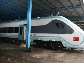 o ministro anunciou que o trem elétrico nacional vai entrar em serviço ainda este ano
