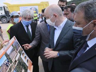 minister karaismailoglu overvåket veianleggene i Balıkesir
